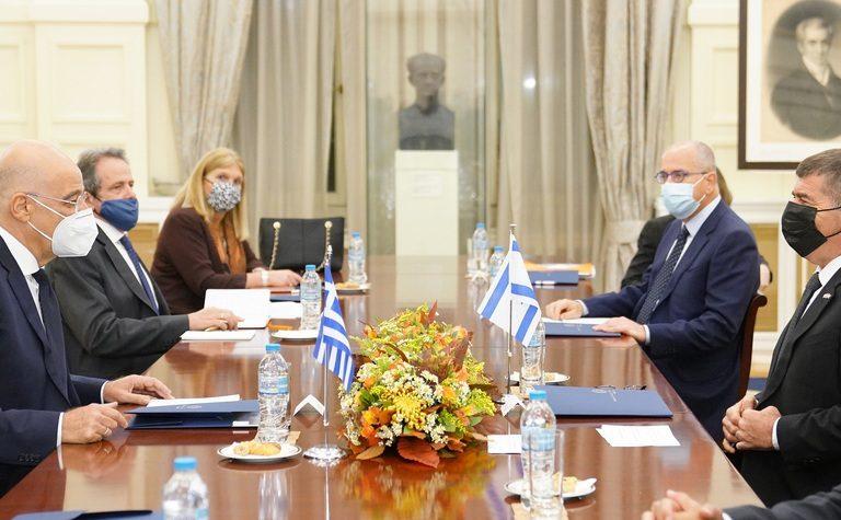 (Ξένη Δημοσίευση) Ο υπουργός Εξωτερικών Νίκος Δένδιας (Α) συνομιλεί με τον υπουργό Εξωτερικών του Ισραήλ, Gabi Ashkenazi (Δ)2 κατά τη διάρκεια των διευρυμένων συνομιλίων στο Υπουργείο, Δευτέρα 26 Οκτωβρίου 2020. ΑΠΕ-ΜΠΕ / ΥΠΟΥΡΓΕΙΟ ΕΞΩΤΕΡΙΚΩΝ/ ΧΑΡΗΣ ΑΚΡΙΒΙΑΔΗΣ