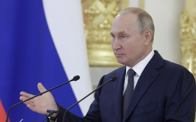 epa08690846 Russian President Vladimir Putin addresses members of the Russian Federation Council (the upper parliament chamber) at the Kremlin in Moscow, Russia, 23 September 2020.  EPA/MICHAIL KLIMENTYEV/SPUTNIK/KREMLIN POOL MANDATORY CREDIT
