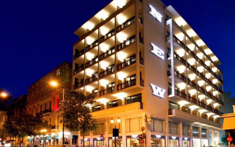 To New Hotel βρίσκεται στην οδό Φιλελλήνων 16 στην Αθήνα.