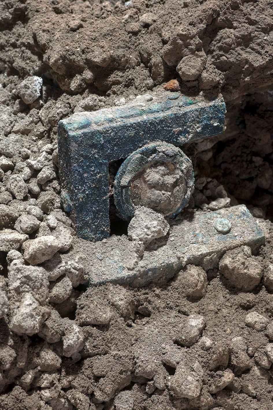 pompiia-i-archaiologiki-skapani-efere-sto-fos-schedon-athikto-romaiko-arma-eikones0