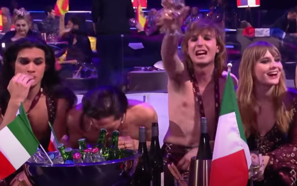 eurovision-giorti-xana-sto-stadio-poy-egine-nosokomeio0