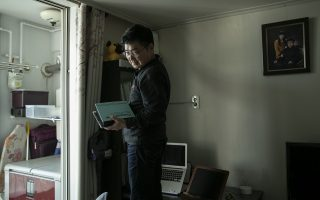 Ο κ. Λι εγκατέλειψε τη Βόρεια Κορέα, ύστερα από 46 χρόνια, φτάνοντας στη Νότια Κορέα το 2009.Το διαμέρισμά του στη Σεούλ (Woohae Cho for The New York Times).