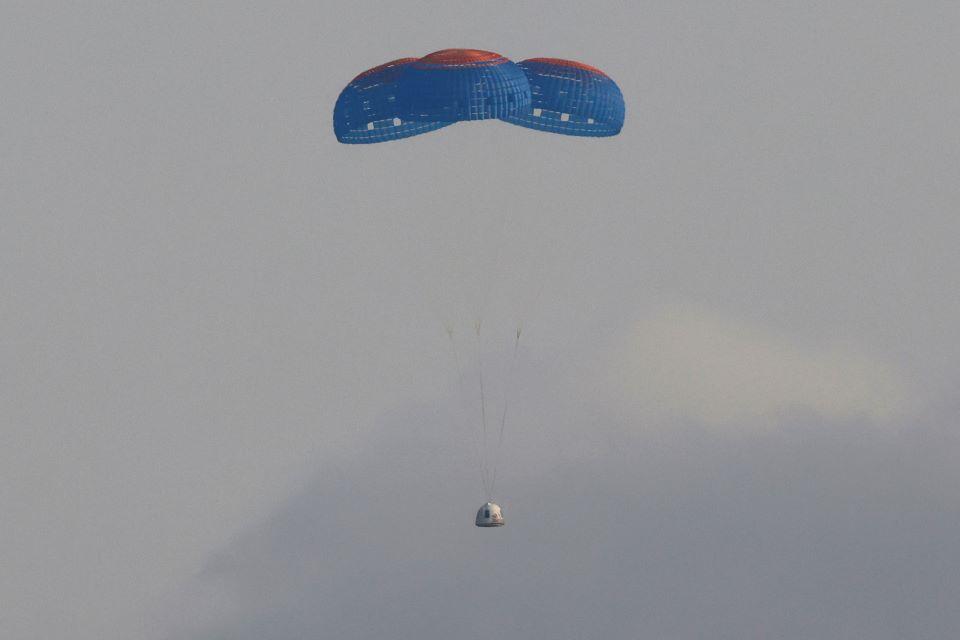 astronaytis-mpezos-i-kalyteri-mera1
