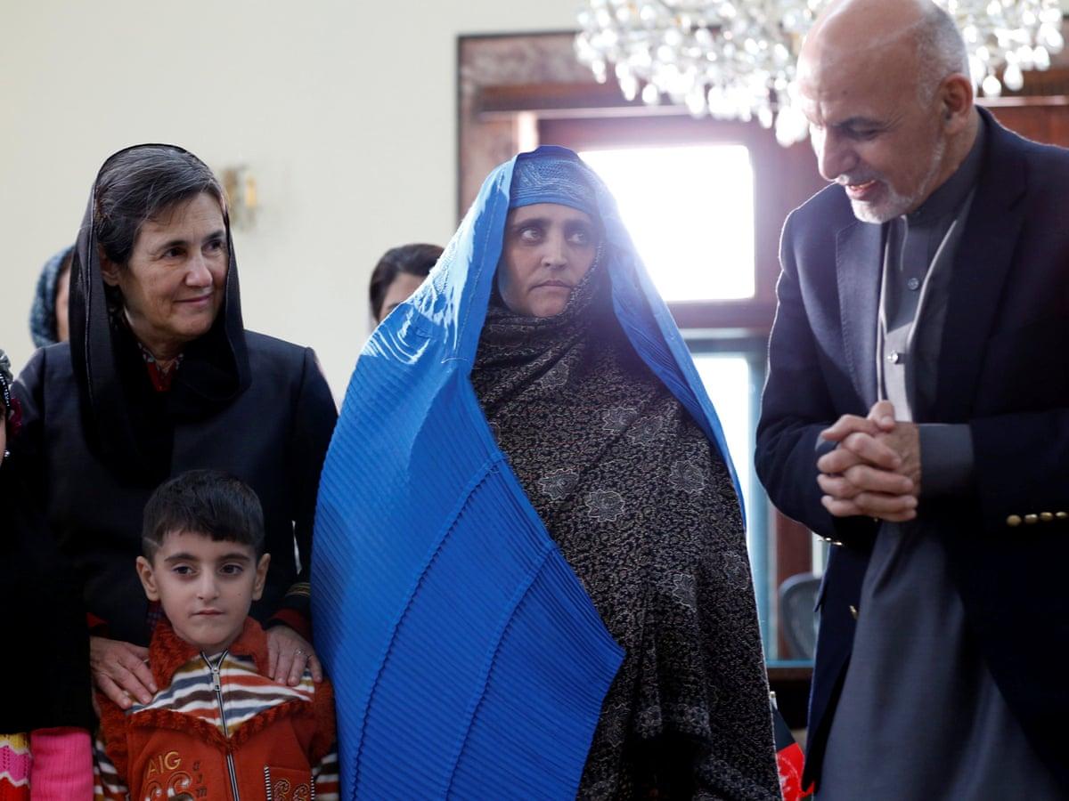 to-koritsi-symvolo-toy-afganistan-poy-einai-simera1